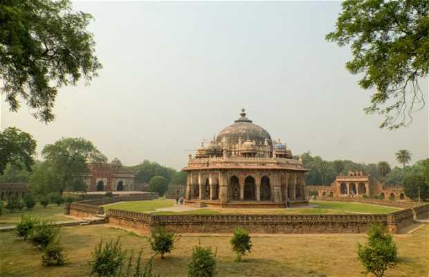 Túmulo de Isa Khan