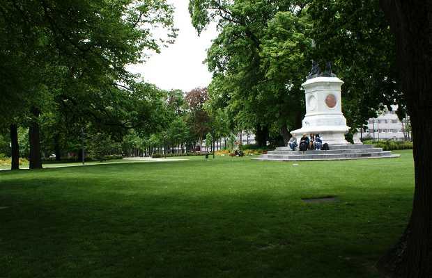 Plaza Ajardinada Colbert