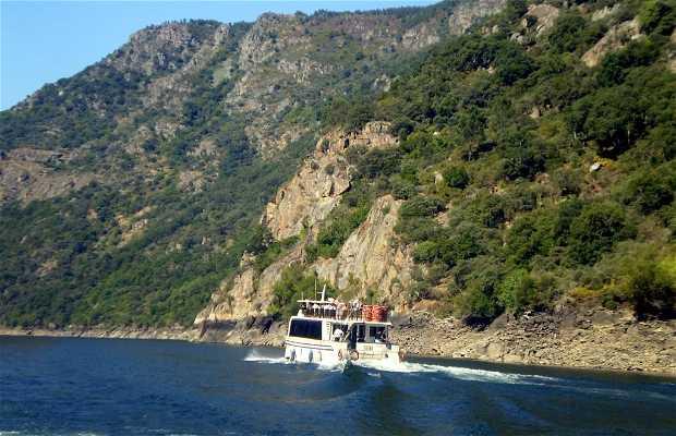 Excursión en Catamarán por los Cañones del Sil