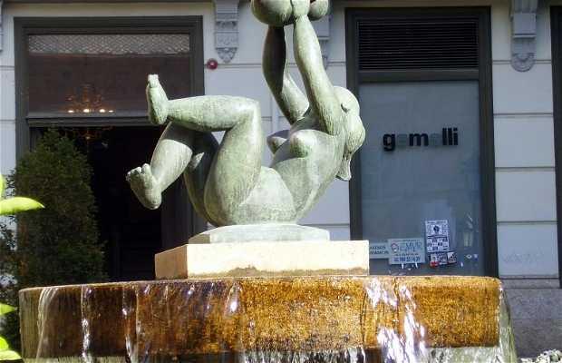 Statua della Maternità di Baltasar Lobo a Zamora