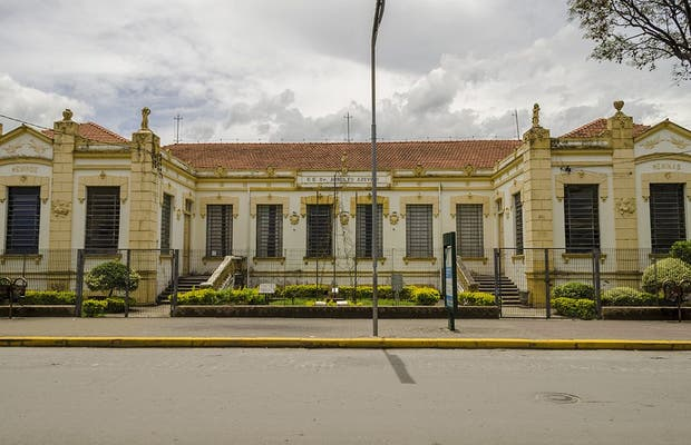 Colégio Arnolfo Azevedo