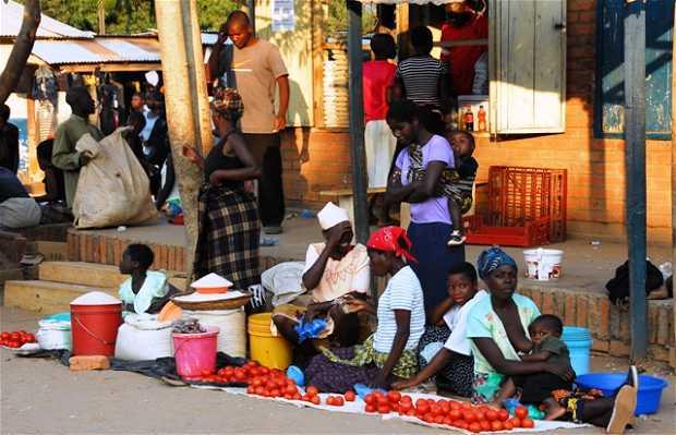 Mercado de Nkhata Bay al atracar el Ilala.