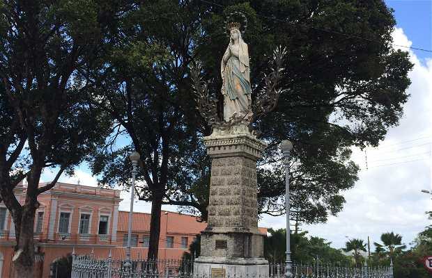 Estátua de Nossa Senhora de Lourdes