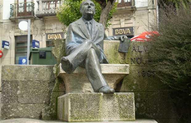 Estatua a Alvaro Cunqueiro
