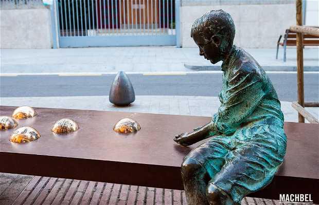 Estatua de Gaudí Adolescente