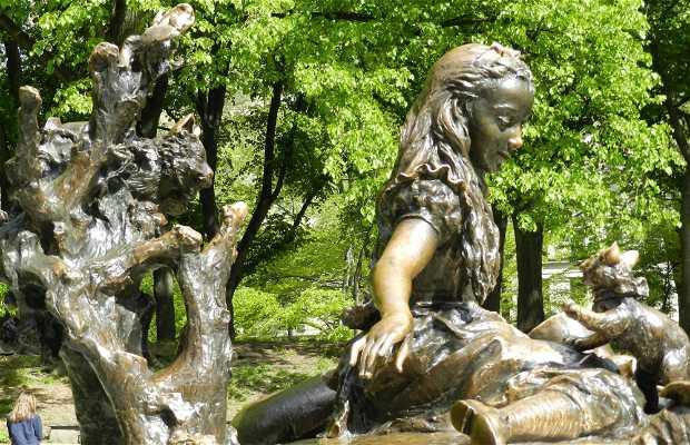 Statue d'Alice au Pays des Merveilles