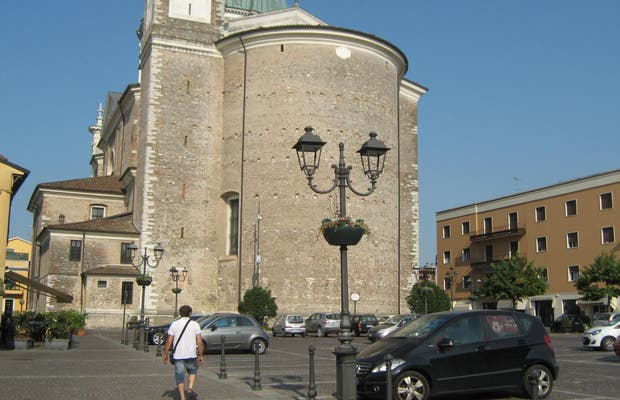 Piazza Conte Treccani degli Alfieri