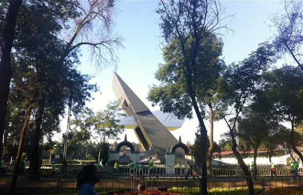 Monumento por el -Centenario del Ejercito Mexicano-