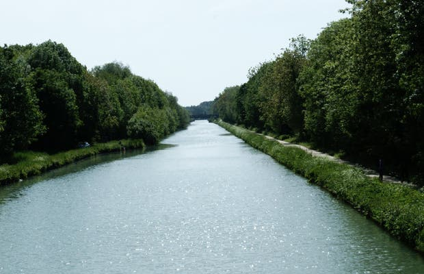 Canal lateral to the Marne