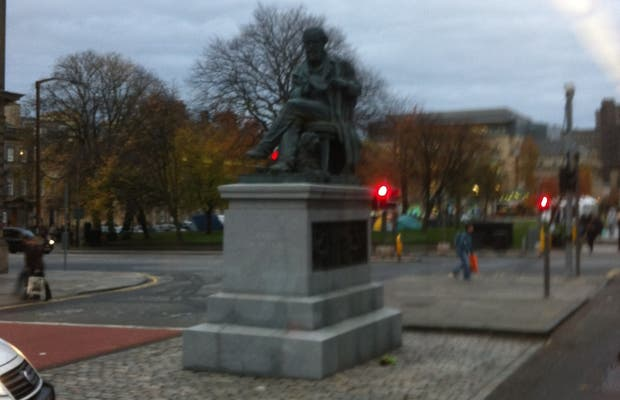 La Estatua De James Clerk Maxwell
