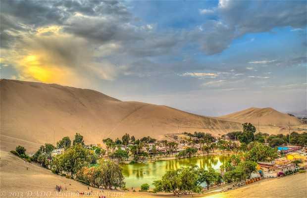 Oasi di Huacachina in Perù