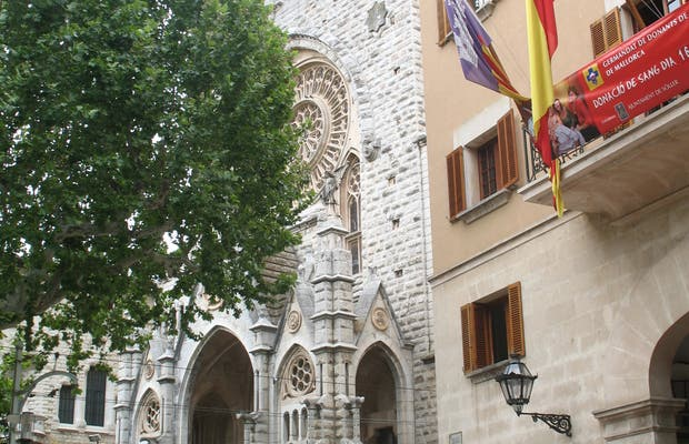 Surrounding Area and Square of Soller