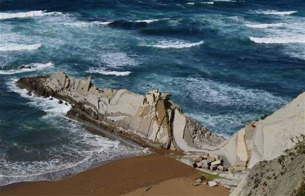 Larrabasterra Beach
