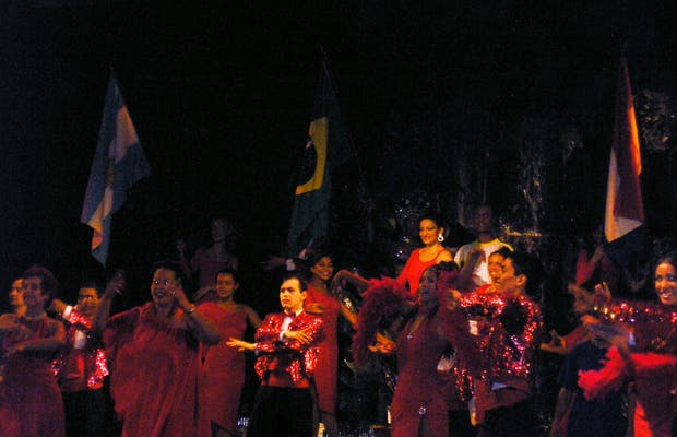 Spettacolo triculturale a Foz do Iguaçu