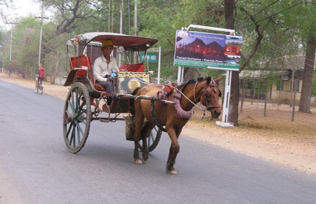 Coche de caballos (horse car) para Old Bagan