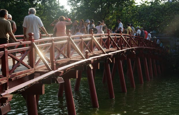 Cầu Thê Húc bridge (Red bridge)