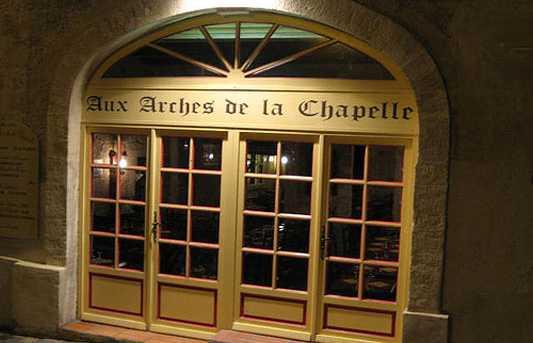 Aux arches de la chapelle