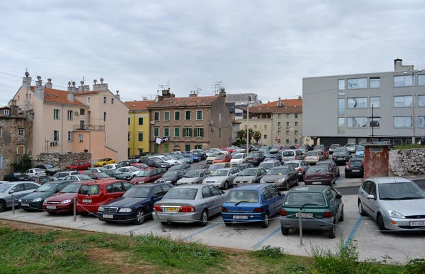 Parking Gomila