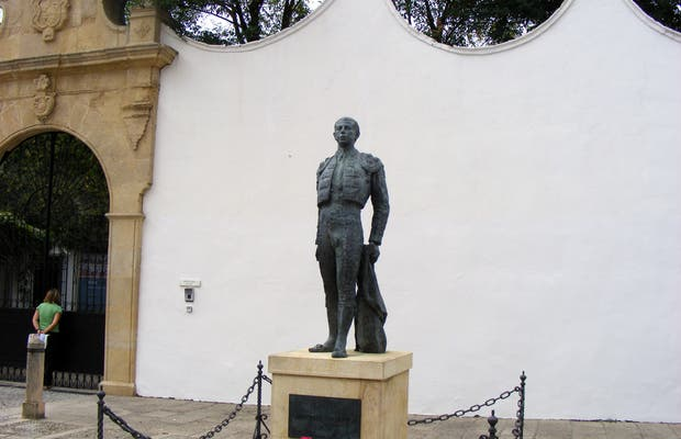 Statue of Antonio Ordoñez