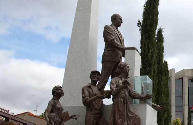 "Escultura ""Homenaje a la Democracia"""