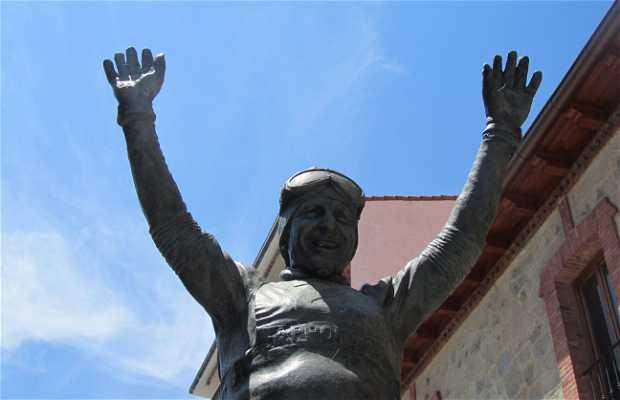 Estatua de Paquito Fernández Ochoa