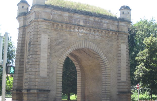 Puerta Serpenoise