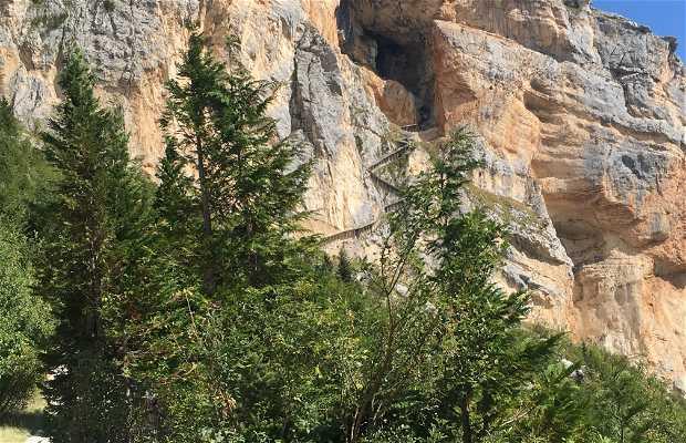 Grotta Del Cavallone