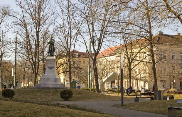 Dugonics Tér - Dugonics Square