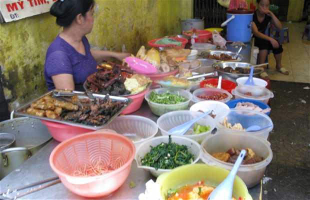 Dong Xuan Market Food Stalls