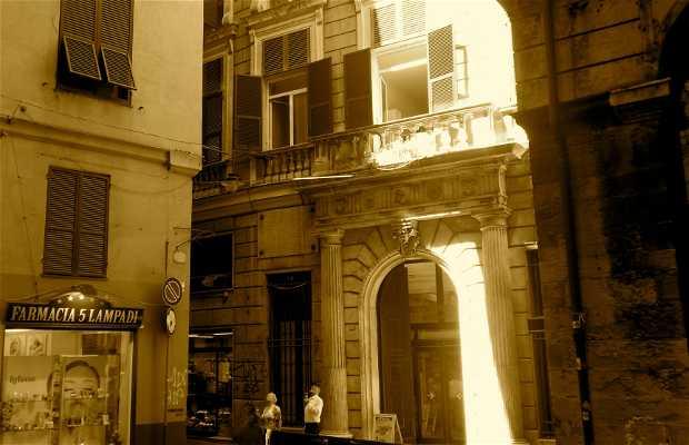 Piazza 5 Lampadi, Genova