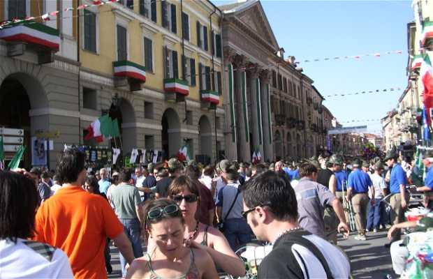 Cuneo ciudad en los alpes italianos