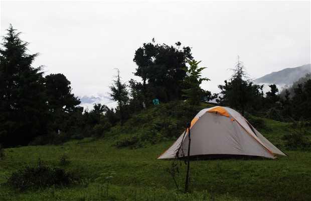 Acampada libre en el lago Deoriyatal