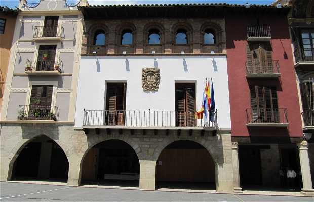 Ayuntamiento y oficina de turismo de graus en graus 2 for Oficina de turismo en zaragoza