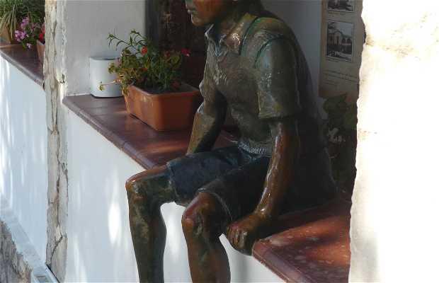 "Estatua del ""CHE"" Guevara Niño"