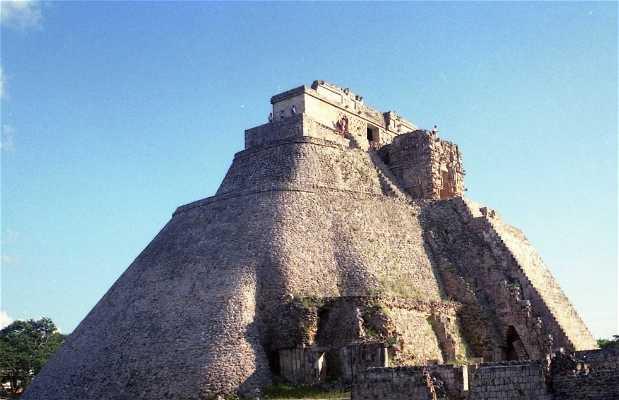 Pirámide del adivino Uxmal