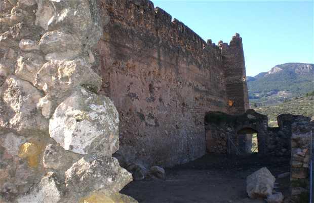 Iglesia virgen de la asuncion y ruinas del castillo