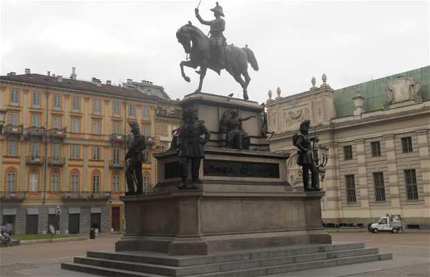 Estatua ecuestre de Carlo Alberto