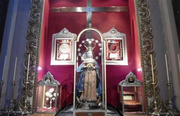 Estatua de la virgen de miraglos