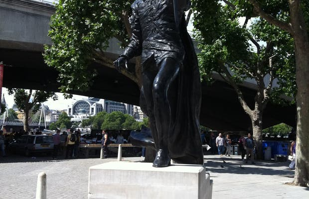 Statue of Sir Laurence Olivier