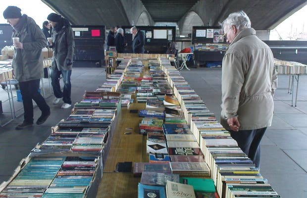 Book Market en el Támesis