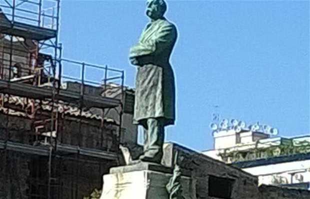 Statua di Francesco Crispi