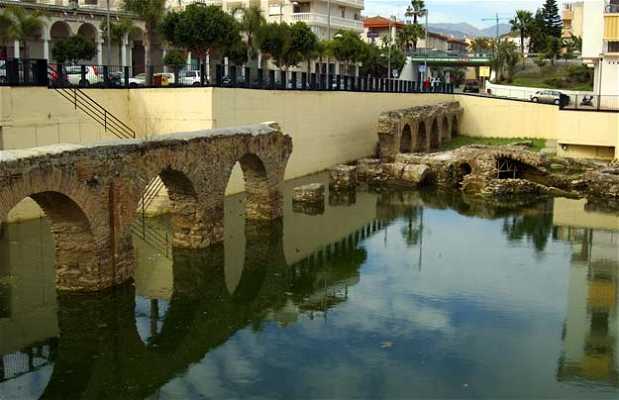 Aqueduc et thermes romains