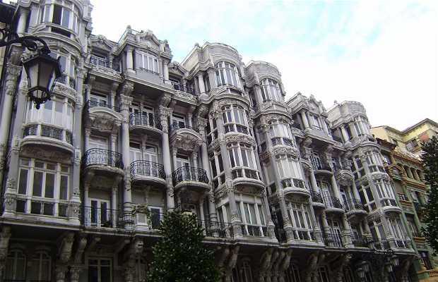 Casas centenarias en la calle Uría