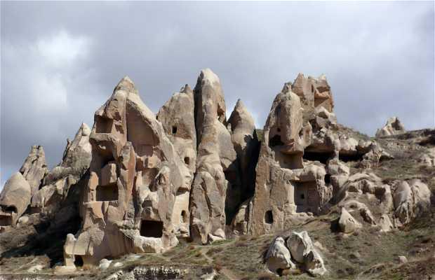 Casas e iglesias excavadas en la roca