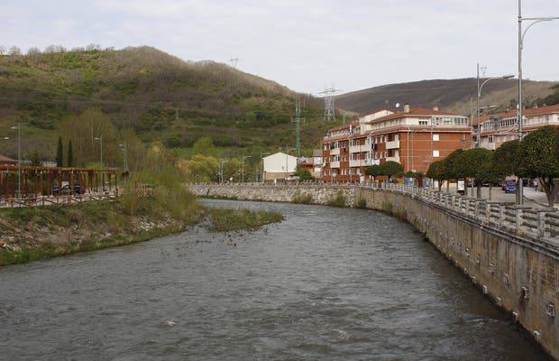 Paseo junto al río
