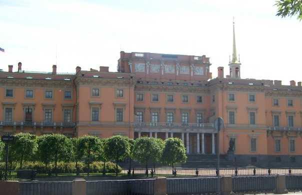 Jardines y Castillo Mikhaylovsky