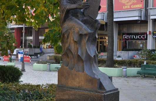 Estatua de la mujer