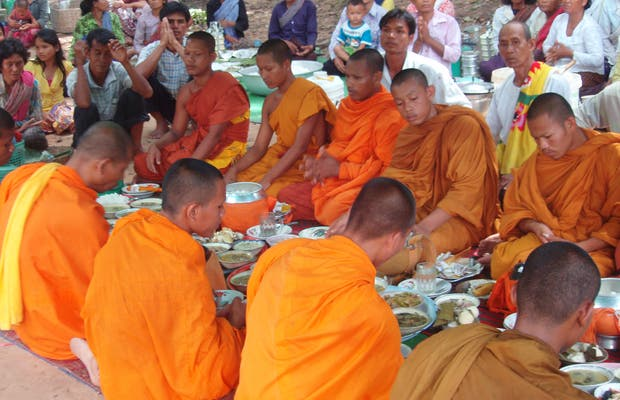 Buddhist ceremonies in Angkor