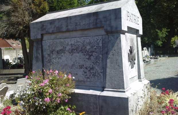 Dead monument
