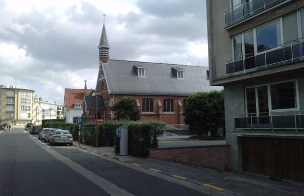 Eglise près esplanade